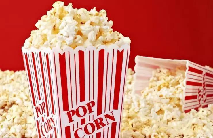 为什么电影院爆米花卖那么贵,而且还有人买?